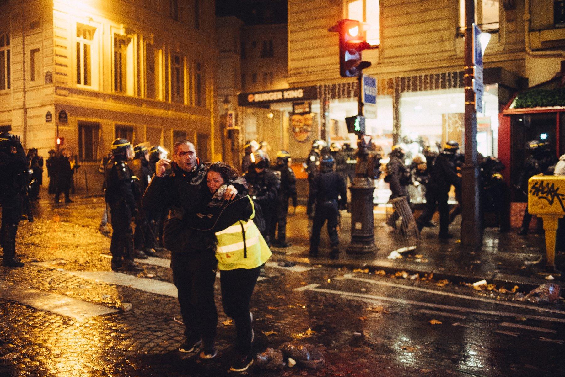 Comment les journaux télévisés traitent des violences policières - Exemple avec le cas de France 2, concernant les tabassages à l'intérieur du Burger King, le 1er décembre