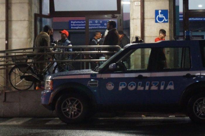Police devant la gare de Vintimille